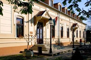 Erzsébet tér 1.